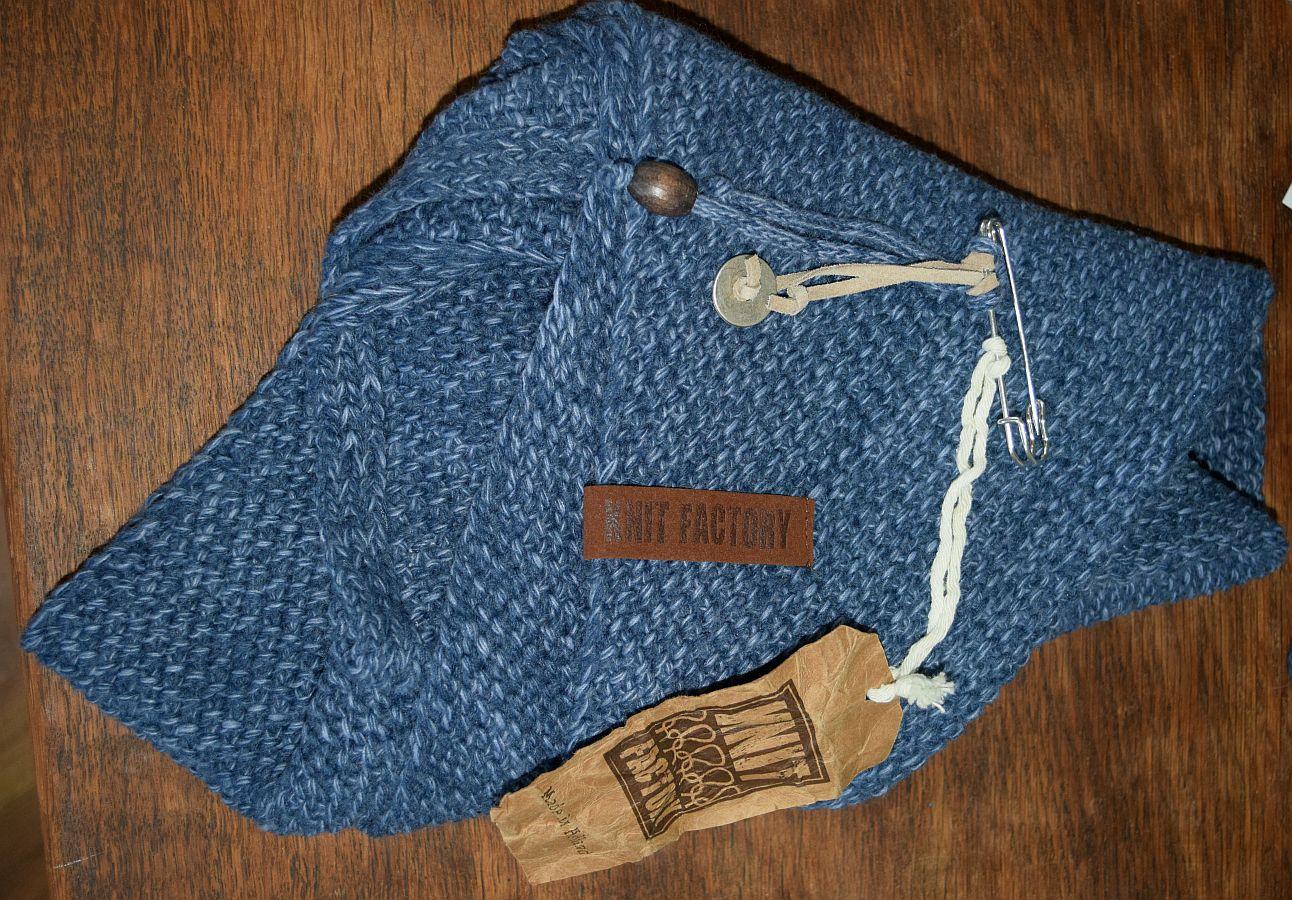 Knit Factory – Coco Dreiecksschal Jeans/Indigio