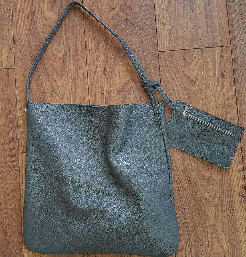 Ledertasche Mit Kleiner Zusatztasche Von Sarah Und Sally – Grau
